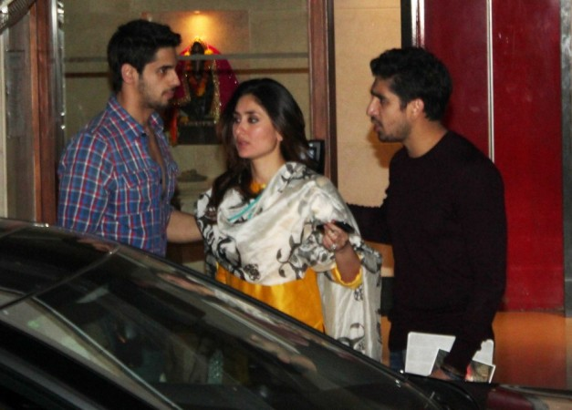 Finally Kareena Kapoor Khan comes out accompanied by Siddharth and Ayan by her side (Varinder Chawla)