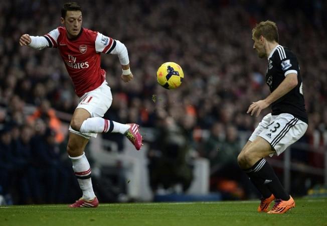 Mesut Ozil Arsenal Luke Shaw Southampton