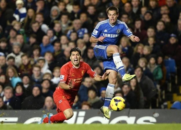 Luis Suarez Cesar Azplicueta Liverpool Chelsea