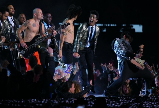 Red Hot Chili Peppers and Bruno Mars at Super Bowl Halftime/Reuters