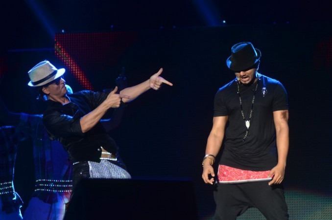SRK and Yo Yo Honey Singh perform on Lungi Dance for Temptation Reloaded 2014 Malaysia (Varinder Chawla)