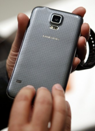 Flagship Wars Begin: Samsung Galaxy S6 vs. HTC One M9; Which Smartphone Will Woo Consumers
