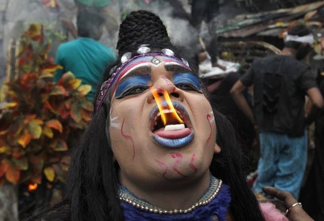 A man dressed as Hindu Lord Shiva performs with fire during a religious procession at the Mahashivratri festival in the northern Indian city of Allahabad February 27, 2014.