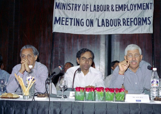 K Chandrsekhar Rao (centre)