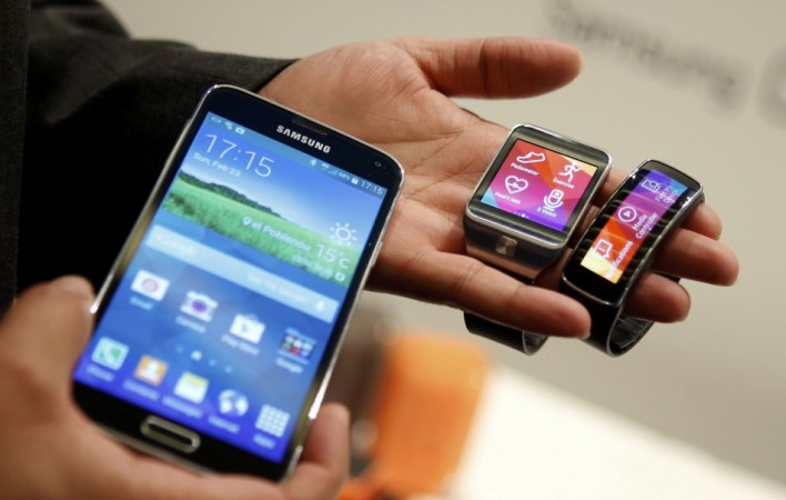Samsung Galaxy S5, Gear 2 and Gear Fit
