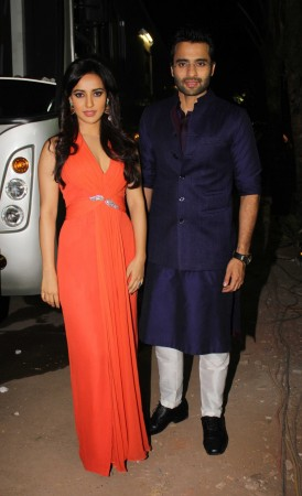Neha sharma and Jackky Bhagnani promote film Youngistan on the sets of Comedy Circus