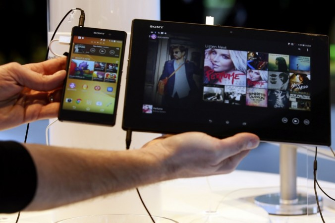 Sony Xperia Z2 smartphone (L) and Sony Xperia Z2 Tablet