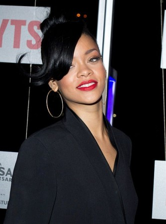 Rihanna's Baby Bump Sparks Pregnancy Rumor: Is the Father Drake or Chris Brown?  (CreativeCommons/LiamMendes)
