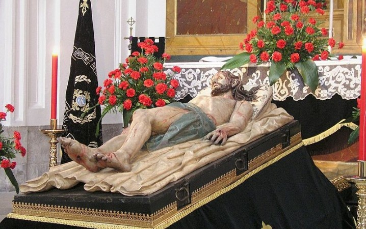 The statue of Jesus lying in the tomb (Monastery of San Joaquín y Santa Ana, Valladolid)  (Photo: Wikimemdia Commons)