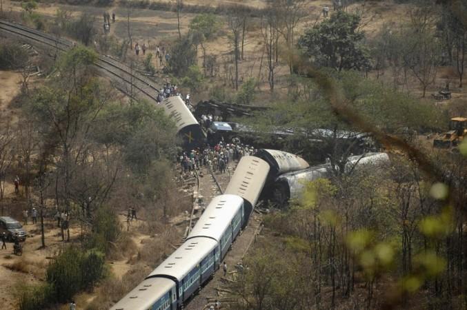 Passenger traind derails in Maharashtra (Reuters)