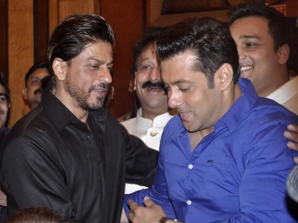 Shah Rukh and Salman Khan at Baba Siddiqui's Iftar Party