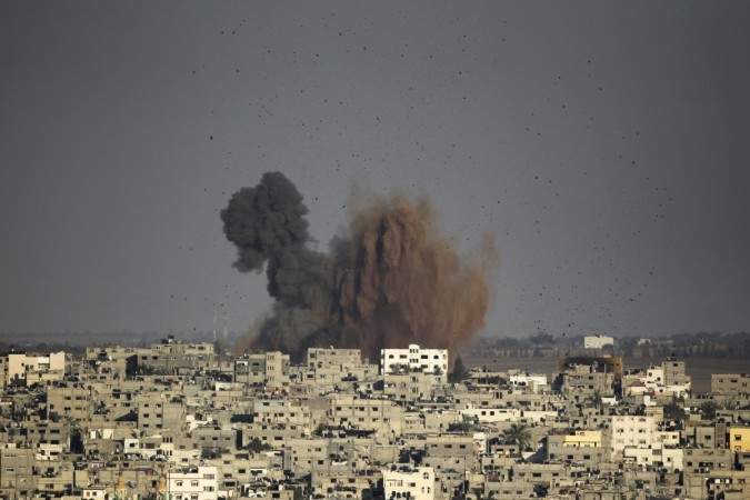 Smoke rises after an explosion in what witnesses said was an Israeli air strike in Gaza August 10, 2014. Israel has accepted a new Gaza ceasefire proposed by Egyptian mediators and will send negotiators to Cairo on Monday if the truce holds,