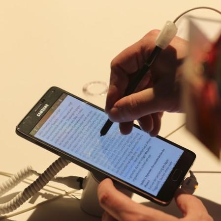 Samsung Galaxy Note 4 on Display