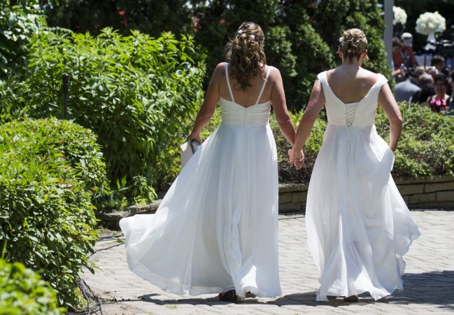 Gang organises Fake Gay Marriages for £10,000, cheats Immigration Authorities