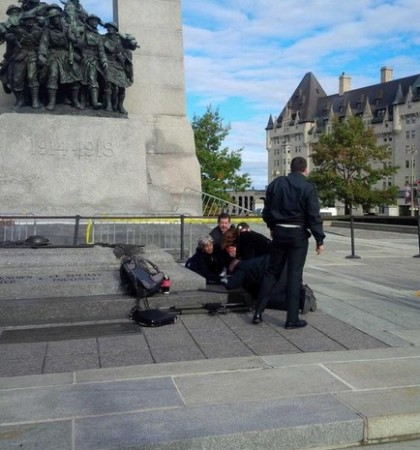 A shooter  has attacked the Canada's Parliament in Ottawa. Local residents and paramedics help a Canadian soldier shot by the Lone Wolf.
