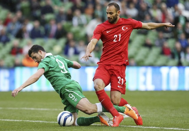 Shane Long Ireland Omer Toprak Turkey