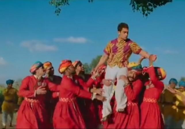 'PK' First Song 'Tharki Chokro' Review: Music Video Enhances Viewers' Expectations