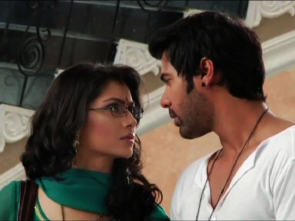 Kumkum Bhagya: Pragya To Leave House: Demands Abhi for Divorce