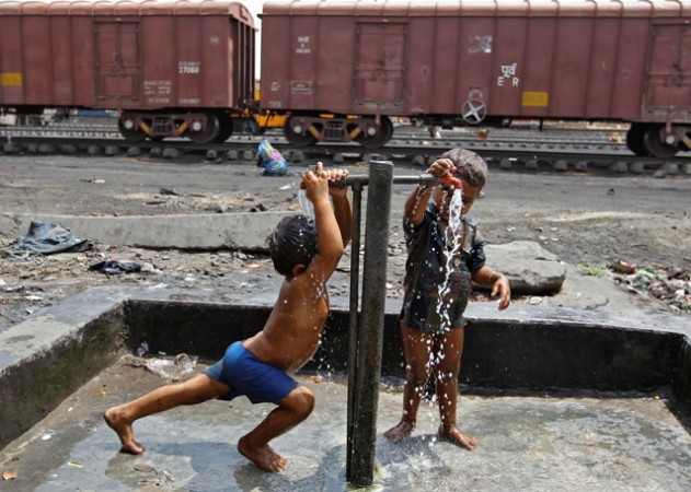 Train labourers