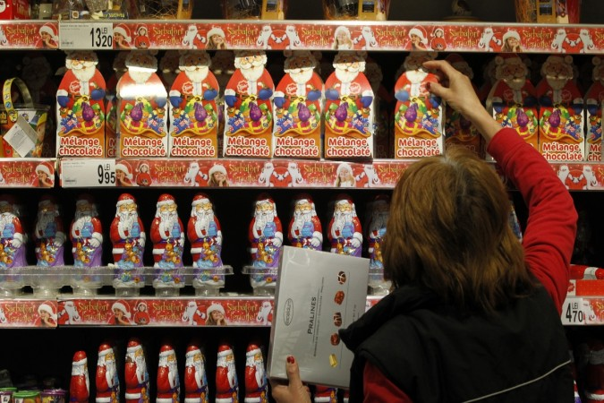 The operation was launched by feminist group FièrEs, which said that they had inserted around 500 such notes in various toys in dozens of shops in Paris.