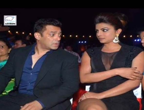 Salman Khan's Naughty Look Leaves Priyanka Chopra with Embarrassment at BSEA 2014 [VIDEO]