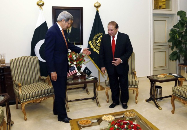U.S. Secretary of State John Kerry (L) gestures to Pakistan Prime Minister Nawaz Sharif shortly after arriving in Islamabad, Pakistan January 12, 2015