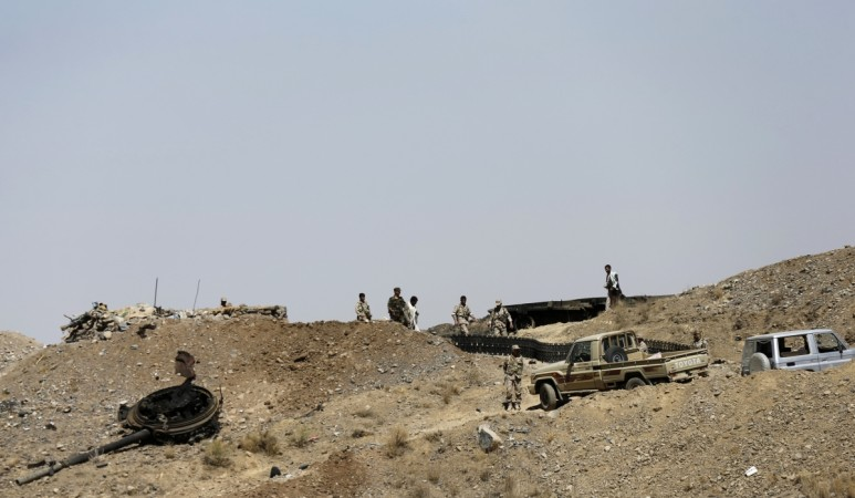 Houthi fighters storm presidential palace