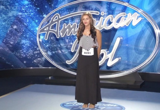 Hannah Mrozak performing durinf American Idol audition