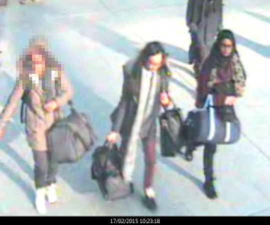 Police in London are seeking information on three teen schoolgirls believed to be travelling to Syria in order to join the Isis.