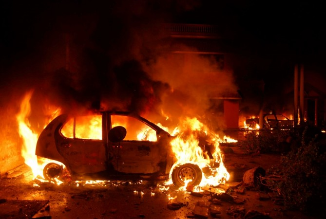 Engineer burns family alive in Car