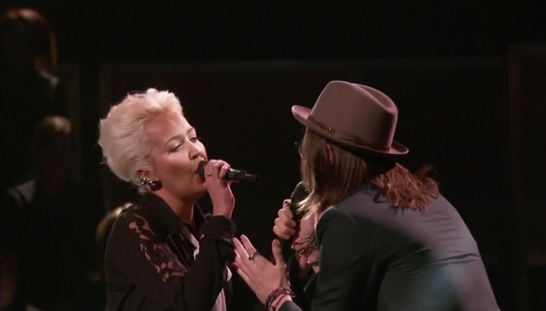 """Paul Pfau and Meghan Linsey perform """"Don't Let Me Down"""" on The Voice US Season 8"""