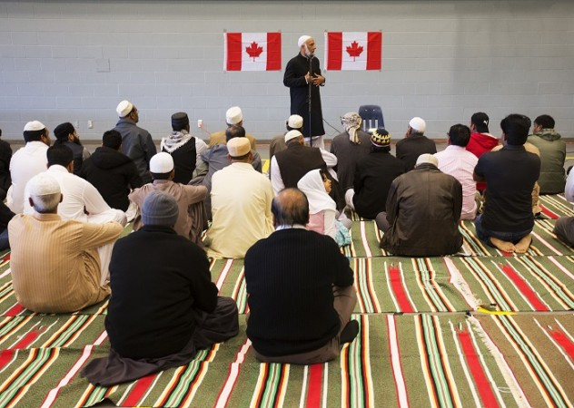 Canadian Imams and Muslim scholars have issued a 'fatwa' against the Islamic State group condemning the jihadist group's activities.