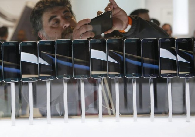 A row of Galaxy S6 edge smartphones are seen on display at the Samsung Galaxy Unpacked event before the Mobile World Congress in Barcelona March 1, 2015.