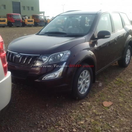 Mahindra 2015 XUV500 Facelift Spied Completely Undisguised