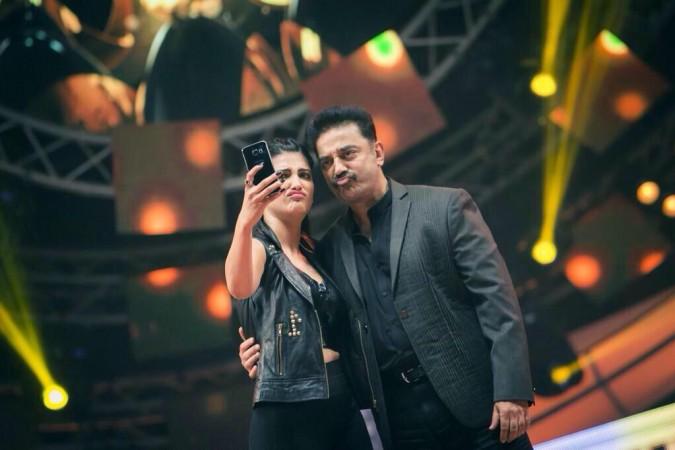 Shruthi Haasan and Kamal Haasan performed Live at Vijay Awards