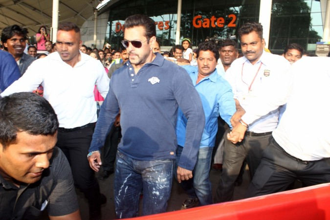 Shah Rukh Khan, Sister Arpita Visit Salman Day Ahead of 2002 Hit and Run Case Verdict