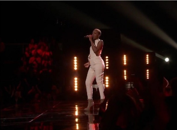"Kimberly Nichole sings ""Seven Nation Army"" on The Voice US Season 8"