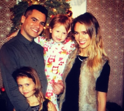 Jessica Alba with family