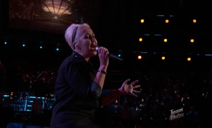"""Meghan Linsey performing """"Tennessee Whiskey"""" on The Voice"""