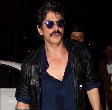 Shah Rukh Khan's First Look from His Upcoming Movie 'Raees'