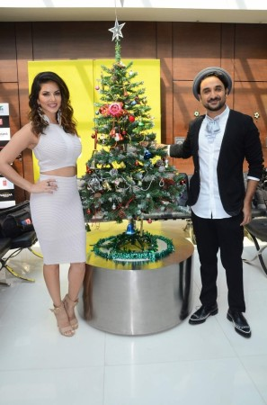 """Sunny Leone and Vir Das during the promotion of """"Mastizaade"""""""