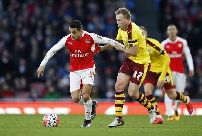 Alexis Sanchez Arsenal Scott Arfield Burnley