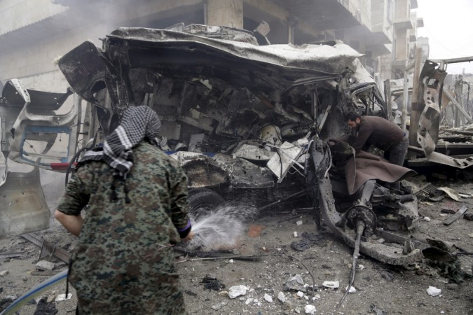 Obama urges Russia to stop bombing Syria