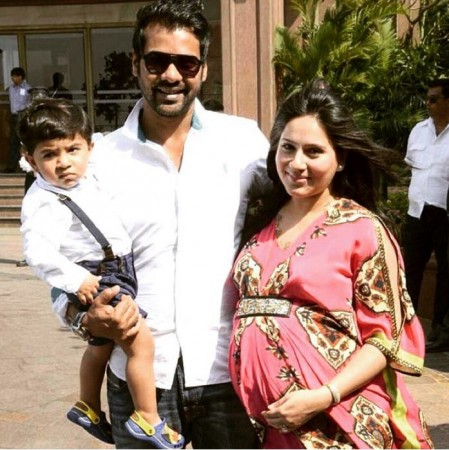 Shabbir Ahluwalia with wife Kanchi Kaul and son Azai