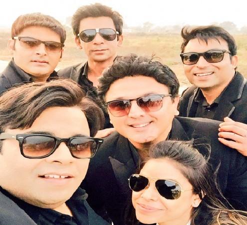 Kapil Sharma, Sunil Grover, Ali Asgar, Sumona Chakravarti, Kiku Sharda, Chandan Prabhakar