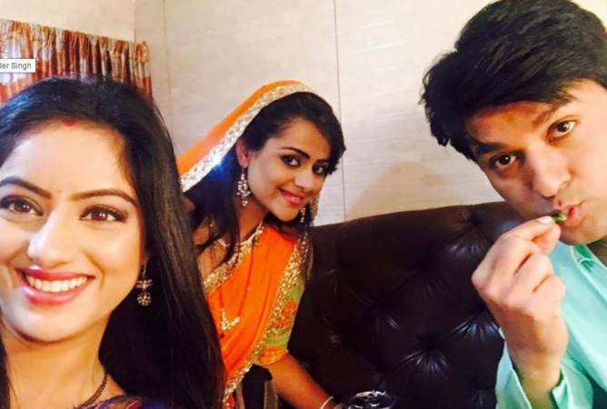 """Diya Aur Baati Hum"" actors celebrate Anas Rashid aka Sooraj birthday on sets. Pictured: ""Diya Aur Baati Hum"" actors Deepika Singh, Anas Rashid and Prachi Tehlan."