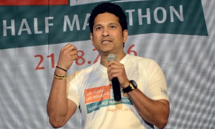 """Sachin Tendulkar not to appear on TV show """"Tamanna."""" Pictured: Sachin Tendulkar in IDBI Bank Half Marathon event"""