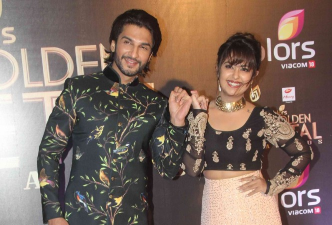 """""""Sasural Simar Ka"""" actors celebrate 5 years of the show. Pictured: Manish and Avika pose for photographers at Golden Petal Awards."""