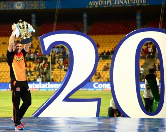 David Warner Sunrisers Hyderabad IPL 2016 trophy