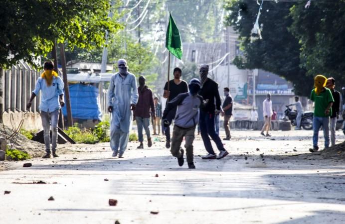 hizbul mujahideen burhan wani killing kashmir peace violence clashes protests pelting stone pakistan pm sharif modi govt singh mufti